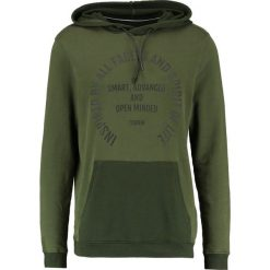 Bluzy męskie: TOM TAILOR DENIM HOODY WITH PRINT  Bluza z kapturem woodland green