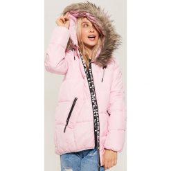 Pikowana kurtka z napisem - Różowy. Niebieskie kurtki damskie pikowane marki House, m. Za 229,99 zł.