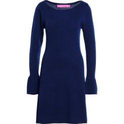 81hours Studio BOATNECK DRESS Sukienka dzianinowa dark ocean. Niebieskie sukienki dzianinowe 81hours Studio, m. W wyprzedaży za 476,70 zł.