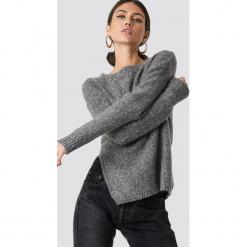 NA-KD Sweter z rozcięciem z boku - Grey. Szare swetry oversize damskie NA-KD, z dzianiny. Za 141,95 zł.