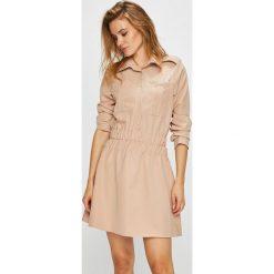 Naoko - Sukienka Sandstorm x Edyta Górniak. Różowe długie sukienki marki numoco, l, z dekoltem w łódkę, oversize. W wyprzedaży za 199,90 zł.
