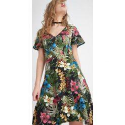 Sukienki hiszpanki: Sukienka w kwiaty