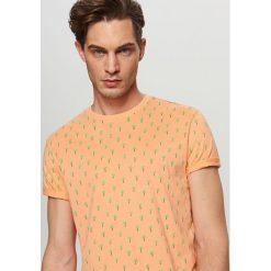T-shirt z drobnym nadrukiem - Kremowy. Białe t-shirty męskie z nadrukiem Reserved, l. Za 49,99 zł.