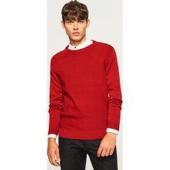 Sweter - Czerwony. Czerwone swetry klasyczne męskie marki Andrew James, l, z kaszmiru, z dekoltem w serek. Za 119,99 zł.