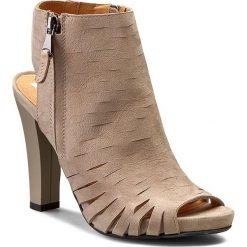 Botki CARINII - B3374 Ipanema Smoke. Brązowe buty zimowe damskie Carinii, ze skóry, na obcasie. W wyprzedaży za 199,00 zł.