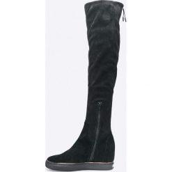 Guess Jeans - Kozaki. Czarne botki damskie na obcasie marki Mohito. W wyprzedaży za 539,90 zł.