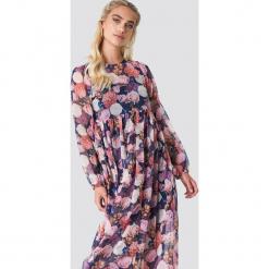 NA-KD Boho Sukienka maxi z bufiastym rękawem - Multicolor,Navy. Niebieskie długie sukienki NA-KD Boho, z poliesteru, boho, z falbankami, z długim rękawem. W wyprzedaży za 142,07 zł.