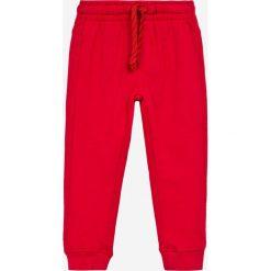 Blukids - Spodnie dziecięce 98-128 cm (2-pack). Czerwone spodnie chłopięce Blukids, z bawełny. W wyprzedaży za 49,90 zł.