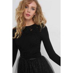 Sweter z ażurowym wzorem. Czarne swetry klasyczne damskie marki Orsay, xs, z bawełny, z dekoltem na plecach. Za 99,99 zł.