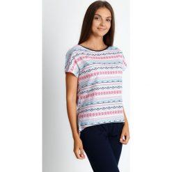 Piżama z azteckim wzorem ze spodniami 3/4 QUIOSQUE. Białe piżamy damskie QUIOSQUE, l, w jednolite wzory, z bawełny, z krótkim rękawem. Za 99,99 zł.