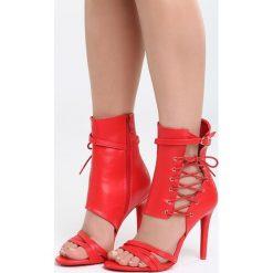 Czerwone Sandały Little Lights. Czerwone sandały trekkingowe damskie marki Born2be, z materiału, na wysokim obcasie, na obcasie. Za 109,99 zł.