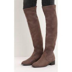 Khaki Kozaki Deciduous. Brązowe buty zimowe damskie marki Born2be, za kolano, na płaskiej podeszwie. Za 139,99 zł.