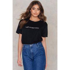 T-shirty damskie: Statement By NA-KD Influencers T-shirt Allisguijarro – Black