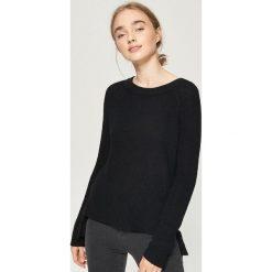 Sweter z wiązaniem - Czarny. Czarne swetry klasyczne damskie Sinsay, l. Za 59,99 zł.