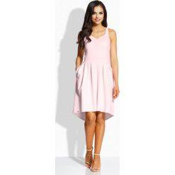 Sukienki: Kobieca rozkloszowana sukienka pudrowy róż
