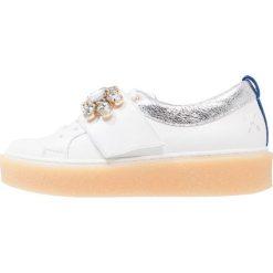 KMB GENSI Sznurowane obuwie sportowe blaco/goldfinger. Białe buty sportowe damskie KMB, z materiału. W wyprzedaży za 439,20 zł.