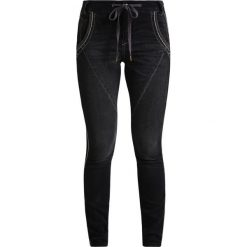 Cream MALOU JOG BAILEY Jeansy Slim Fit dark grey jeans. Szare rurki damskie Cream. W wyprzedaży za 377,10 zł.
