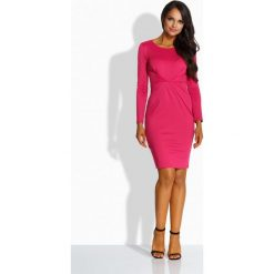 Elegancka sukienka z zakładką w talii fuksja DESTINY. Czerwone długie sukienki Lemoniade, eleganckie, z kopertowym dekoltem, z długim rękawem, dopasowane. Za 119,00 zł.
