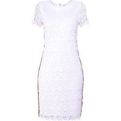 BOSS CASUAL DARUCH Sukienka etui white. Białe sukienki BOSS Casual, na co dzień, xs, z materiału, casualowe. Za 959,00 zł.