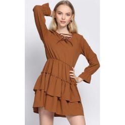 Brązowa Sukienka Suave. Brązowe sukienki mini marki Born2be, uniwersalny. Za 99,99 zł.