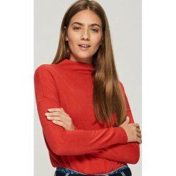 Gładki sweter basic - Czerwony. Czerwone swetry klasyczne damskie Sinsay, l. Za 49,99 zł.
