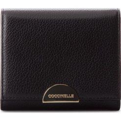 Mały Portfel Damski COCCINELLE - CV5 Half E2 CV5 11 48 01 Noir 001. Czarne portfele damskie marki Coccinelle. W wyprzedaży za 309,00 zł.