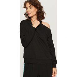 Bluzy rozpinane damskie: Bluza z wycięciem na ramię - Czarny