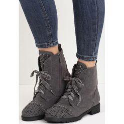 Szare Botki Smackeroo. Szare buty zimowe damskie Born2be, z weluru, za kostkę, na wysokim obcasie, na płaskiej podeszwie. Za 89,99 zł.