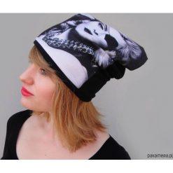 Czapka #madonna. Szare czapki damskie Pakamera, na zimę, z nadrukiem, z dzianiny. Za 93,00 zł.
