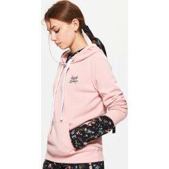 Bluzy rozpinane damskie: Bluza z kapturem - Różowy