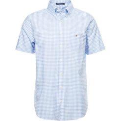 GANT BROADCLOTH GINGHAM Koszula capri blue. Czerwone koszule męskie marki GANT, l, w kratkę, z bawełny, z klasycznym kołnierzykiem. Za 359,00 zł.