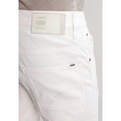 GStar ARC 3D SLIM Jeansy Slim fit inza white. Białe jeansy męskie relaxed fit marki G-Star, z nadrukiem. W wyprzedaży za 224,55 zł.