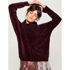 Szenilowy sweter z golfem - Bordowy. Czerwone golfy damskie Mohito, l. Za 99,99 zł.