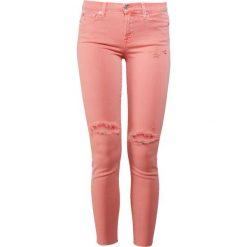 7 for all mankind SKINNY CROP Jeans Skinny Fit coral crush. Pomarańczowe jeansy damskie relaxed fit 7 for all mankind, z bawełny. W wyprzedaży za 403,60 zł.