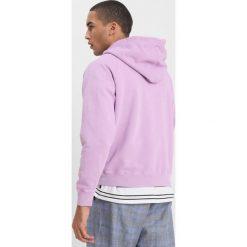 Hope CHAMP HOODIE Bluza z kapturem light lilac. Fioletowe bluzy męskie rozpinane marki Hope, m, z bawełny, z kapturem. W wyprzedaży za 539,25 zł.