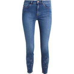 New Look CUT OUT HEM Jeansy Slim Fit blue. Czarne jeansy damskie marki New Look, z materiału, na obcasie. W wyprzedaży za 126,65 zł.