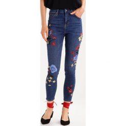Topshop FLORAL PAINT JAMIE Jeans Skinny Fit middenim. Niebieskie jeansy damskie marki Topshop, z bawełny. W wyprzedaży za 159,50 zł.