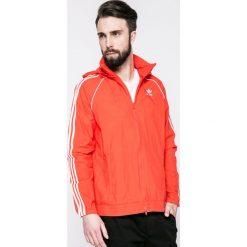 Adidas Originals - Kurtka. Różowe kurtki męskie przejściowe adidas Originals, l, z materiału, z kapturem. W wyprzedaży za 219,90 zł.