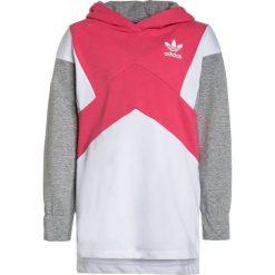 Adidas Originals HOODIE Bluza z kapturem real pink/white/medium grey heather. Czerwone bluzy dziewczęce rozpinane marki adidas Originals, z bawełny, z kapturem. W wyprzedaży za 206,10 zł.