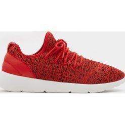 Buty męskie: Czerwone buty sportowe z technicznego materiału