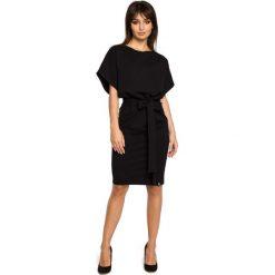 BIANCA Sukienka z wszytym paskiem i kimonowymi rękawami - czarna. Niebieskie sukienki mini marki numoco, na imprezę, s, w kwiaty, z jeansu, sportowe, sportowe. Za 154,90 zł.