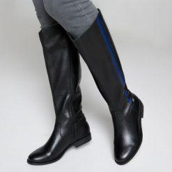 Skórzane oficerki z paskiem. Czarne buty zimowe damskie La Redoute Collections, z bawełny, z okrągłym noskiem, na obcasie. Za 379,26 zł.