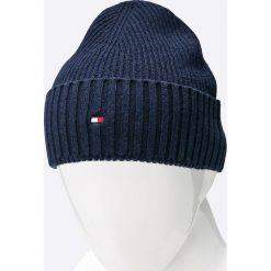 Tommy Hilfiger - Czapka , szalik i rękawiczki Happy Holidays. Niebieskie czapki męskie TOMMY HILFIGER, na zimę, z bawełny. W wyprzedaży za 449,90 zł.