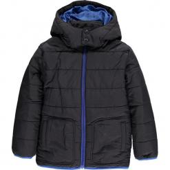 Kurtka zimowa w kolorze czarnym. Niebieskie kurtki chłopięce zimowe marki TXM. W wyprzedaży za 135,95 zł.