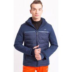Kurtka narciarska męska KUMN007z - ciemny granatowy - 4F. Niebieskie kurtki męskie pikowane 4f, na jesień, m, z materiału, z kapturem. Za 349,99 zł.