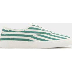 Buty męskie: Białe tenisówki w zielone paski