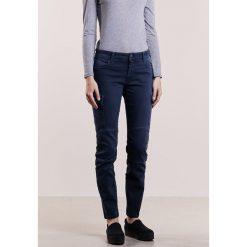 CLOSED ROBYN Jeansy Slim Fit navy. Niebieskie jeansy damskie CLOSED, z bawełny. W wyprzedaży za 735,20 zł.