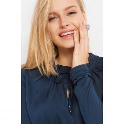 Prosta koszulka z wiązaniem. Brązowe bluzki nietoperze marki Orsay, s, z dzianiny. Za 59,99 zł.