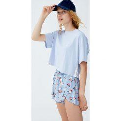 Koszulka z lampasami i haftem. Szare t-shirty damskie Pull&Bear, z haftami. Za 34,90 zł.