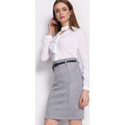 Biała Koszula Clockwise. Białe koszule damskie Born2be, z tkaniny, eleganckie, z okrągłym kołnierzem, z długim rękawem. Za 59,99 zł.